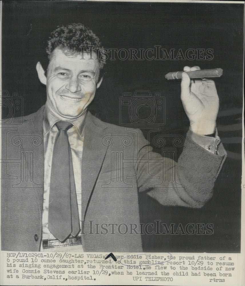 1967 Press Photo Singer Eddie Fisher Holds Cigar - Historic Images