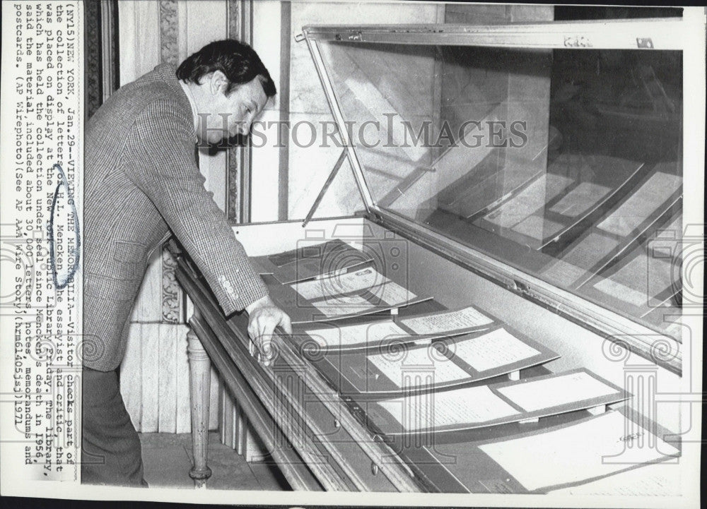 1971 Press Photo Visitor  to New York public library - Historic Images