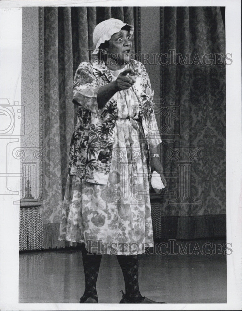 "1968 Press Photo Comedienne Jackie ""Moms"" Mabley in ""The Smothers Comedy Hour"" - Historic Images"