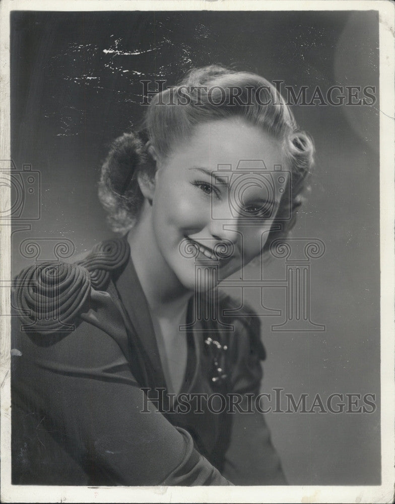 1944 Press Photo Actress Mimi Berry Plays in Connecticut Yankee at the Colonial - Historic Images