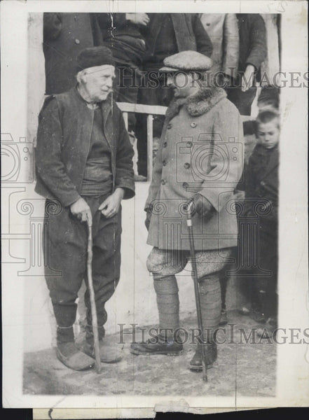 1929 Press Photo King of Bulgaria Visiting Peasant Folks With 105 Year Old Man - Historic Images