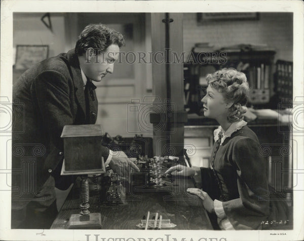1940 Press Photo Actor Spencer Tracy Actress Rita Johnson in Edison, The Man - Historic Images