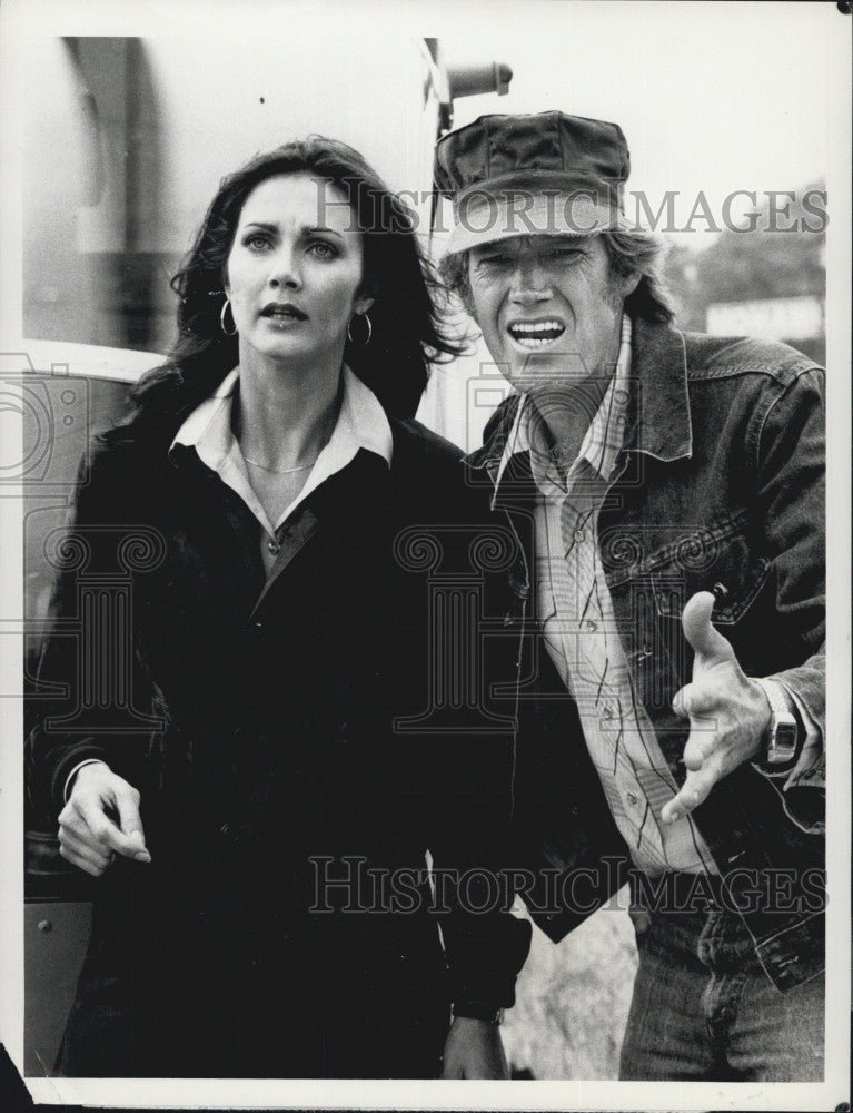 1980 Press Photo Actress Lynda Carter With Actor Ronny Cox In The Last Song