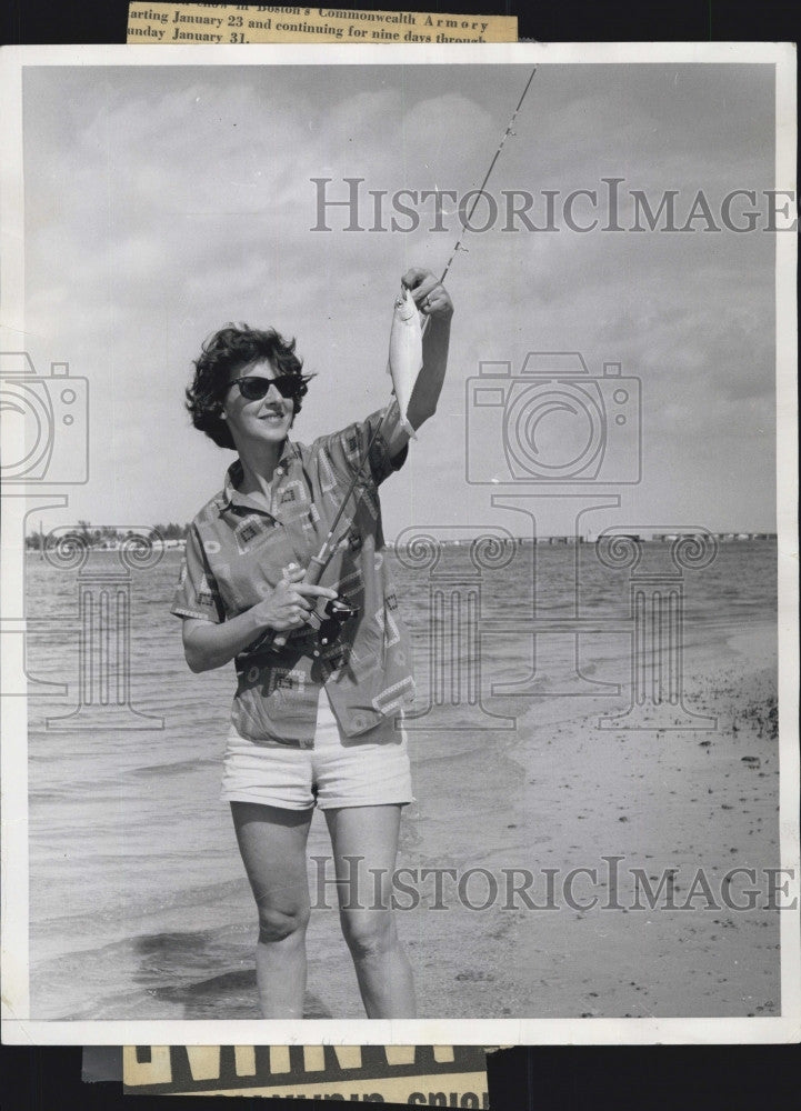 1965 Press Photo World's Champion Lady Fly-Caster Joan Salvato - Historic Images