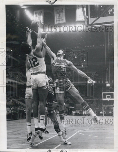 1971 Press Photo Celtics Don Chaney & Clevland J Johnson - Historic Images