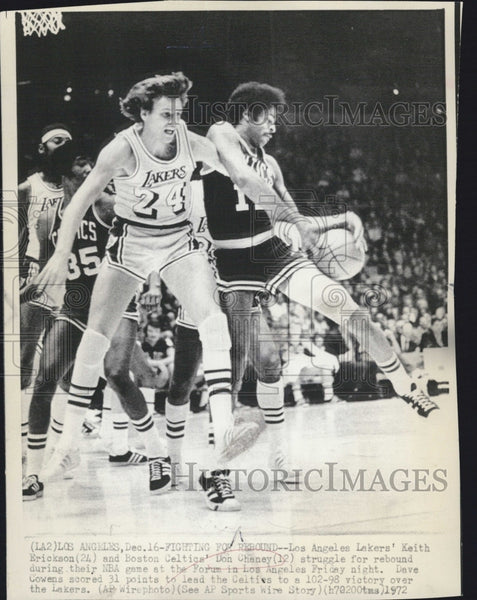 1972 Press Photo Lakers Keith Erickson vs Celtics Don Chaney - Historic Images