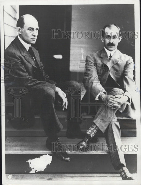 1978 Restrike of 1910 Press Photo Orville and Wilber Wright outside their Columbus, Ohio home - Historic Images