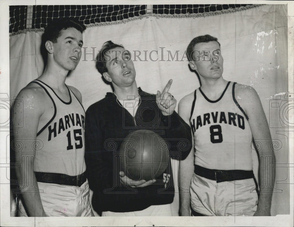1944 Press Photo Harvard Basketball Coach Earl Brown With Mal Moley & M Fansler - Historic Images