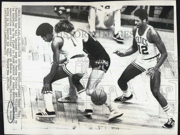 1971 Press Photo Don Chaney NBA Atlanta Hawks Peter Maravich Boston Celtics - Historic Images