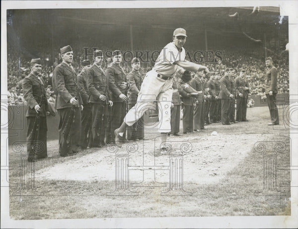1946 Press Photo Russ Christopher Fenway Park Boston Red Sox Athletics Baseball - Historic Images