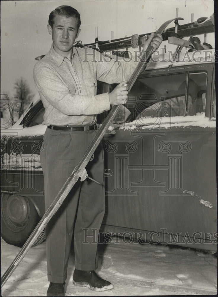 1957 Press Photo Bob Beattle,and his skis - Historic Images