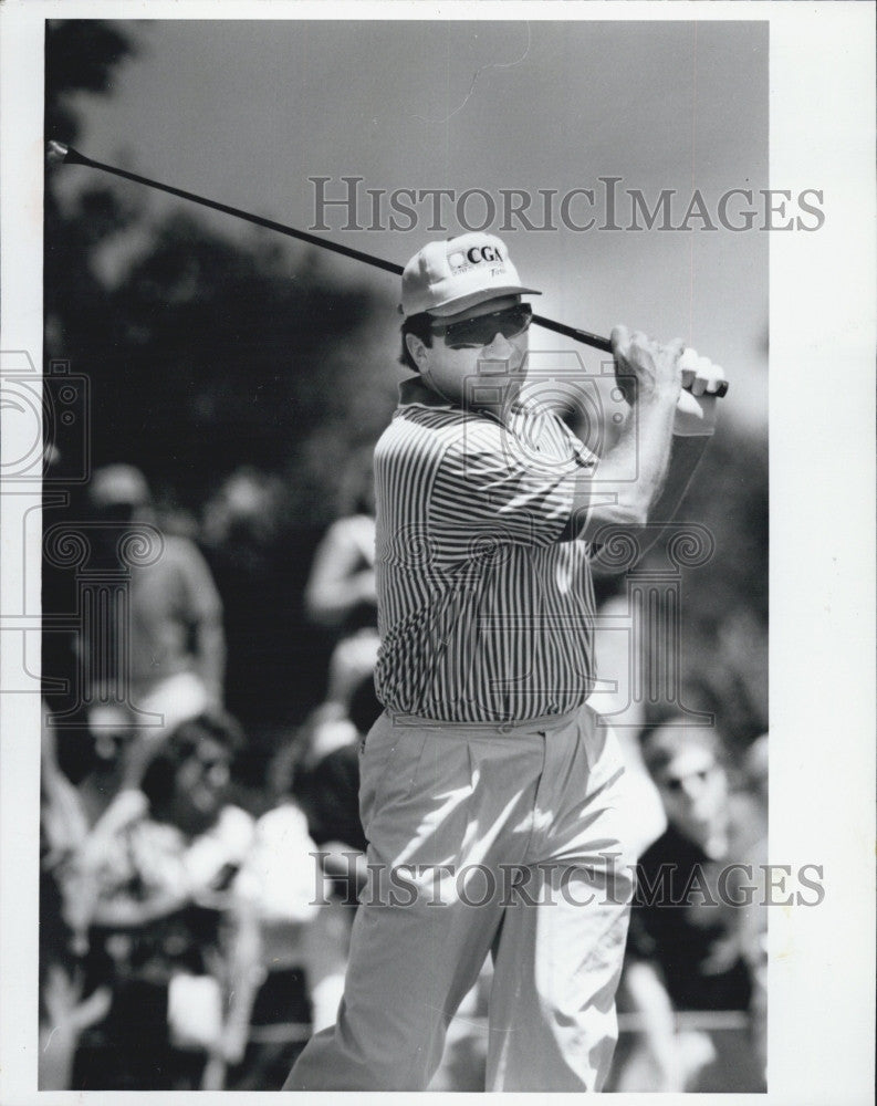 1991 Press Photo Cincinnati Reds Catcher Jonny Bench Golfing - Historic Images