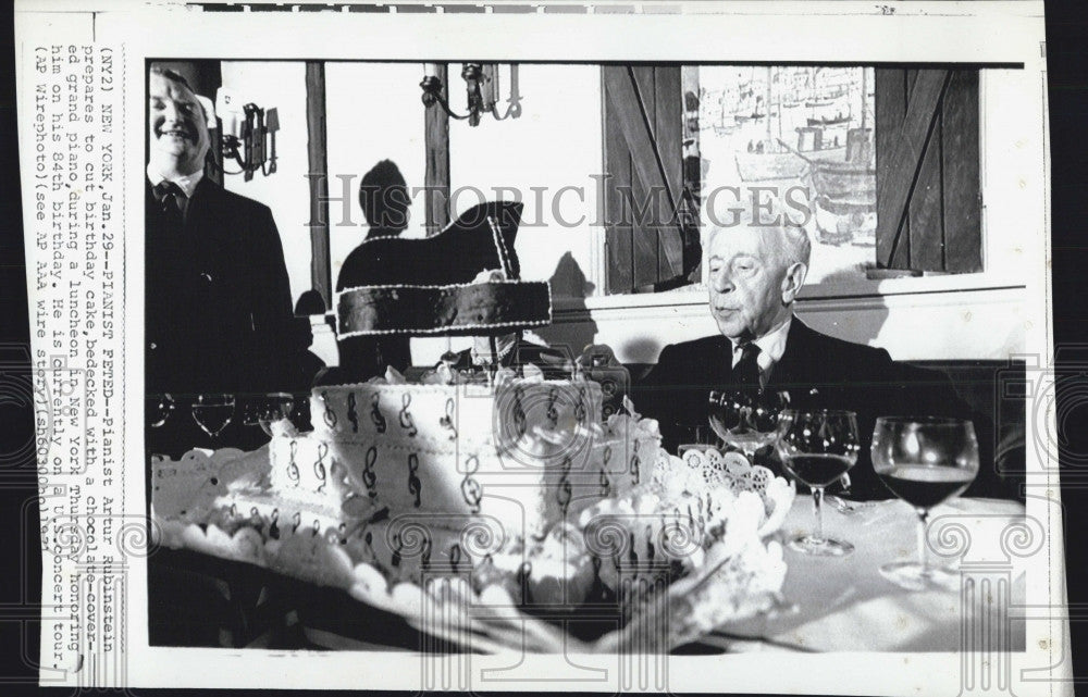 1971 Press Photo Pianist, Arthur Rubenstein at his birthday - Historic Images
