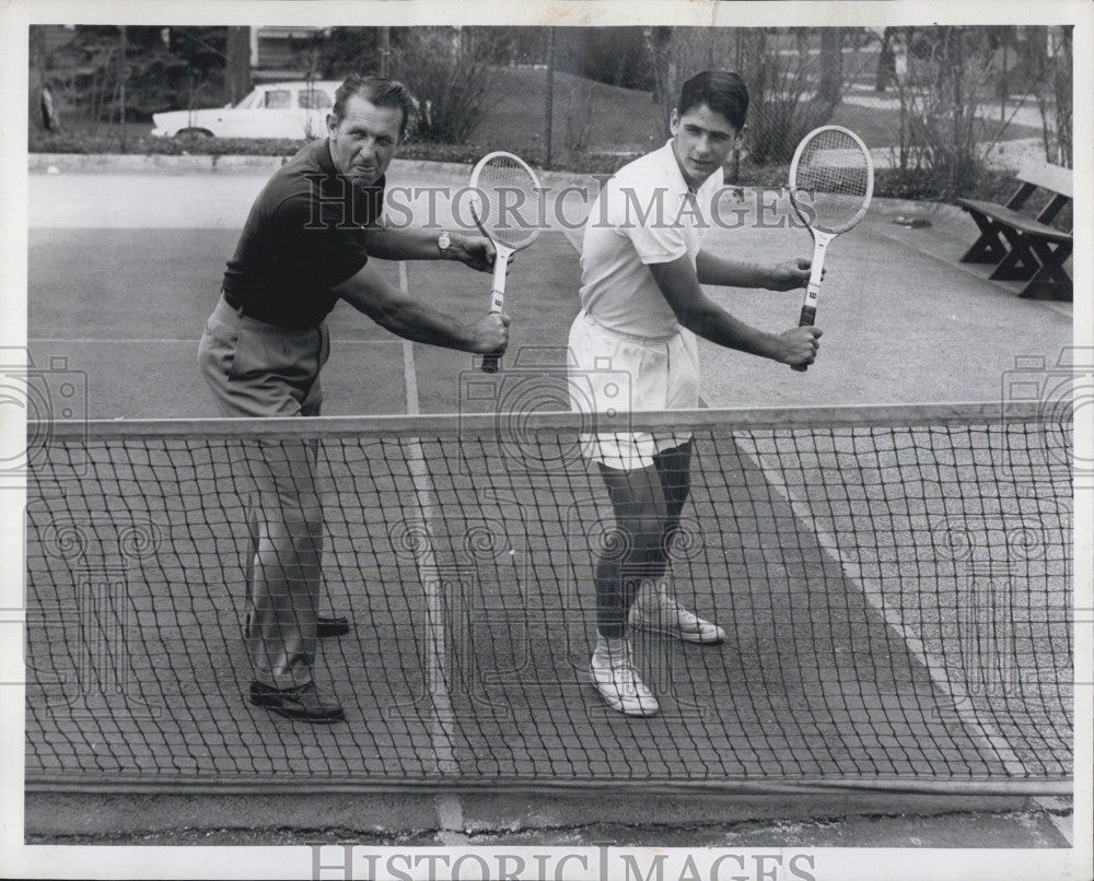 1969 Press Photo Tennis Player Marty Rieseen with Tennis Racket and a Man - Historic Images