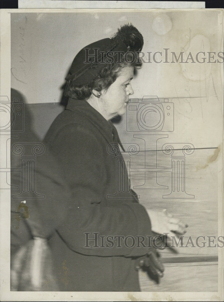 1951 Press Photo Mrs. Mary E Thompson Probate Court Suffolk Trial - Historic Images