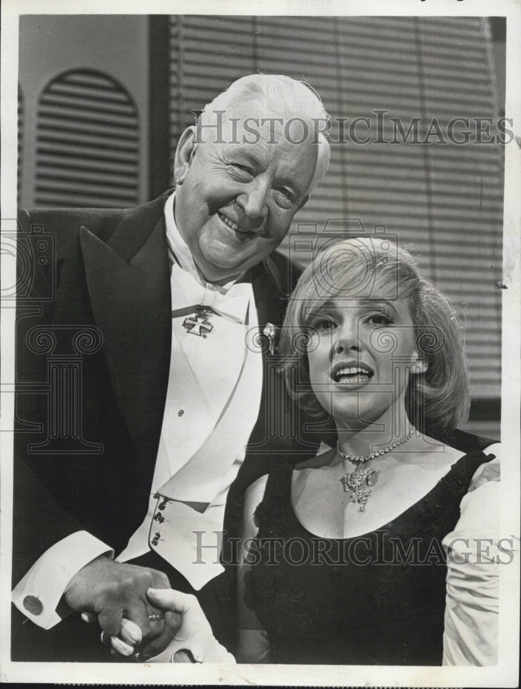 "1963 Press Photo Lauritz Melchior and Edie Adams ""The Edie Adams Show"" - Historic Images"