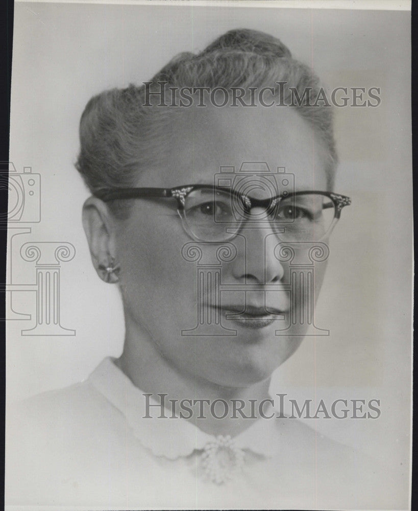 1956 Press Photo Elsbeth Melville, Dean of Women at Boston University - Historic Images