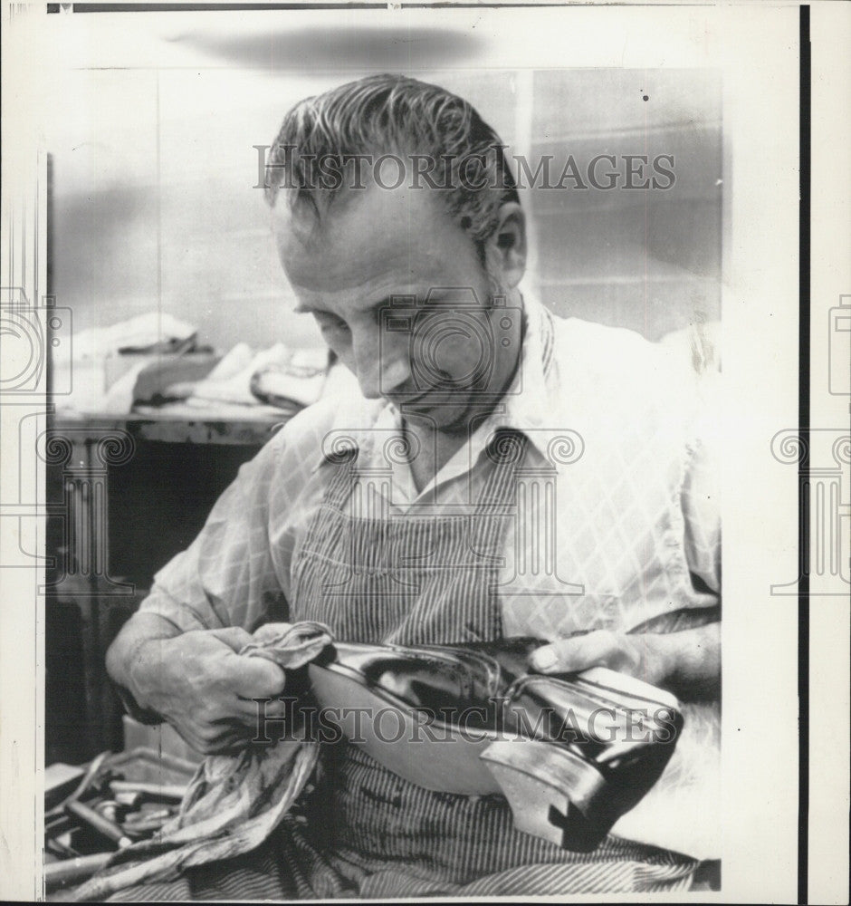 1972 Press Photo Dominick DiMeloa Makes Shoes For President Nixon - Historic Images