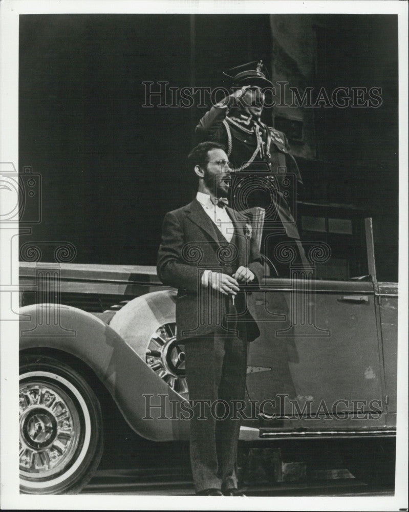 "1979 Press Photo Actor Joel Grey & Ron Holgate in ""The Grand Tour"" - Historic Images"