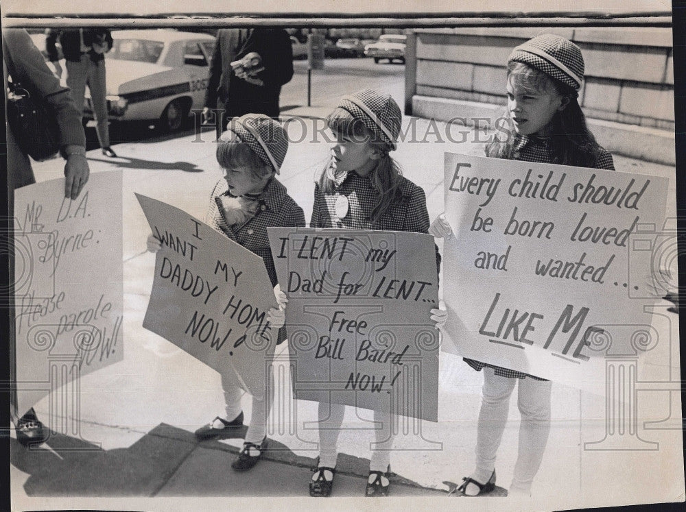 1970 Press Photo Baird children hold a protest - Historic Images