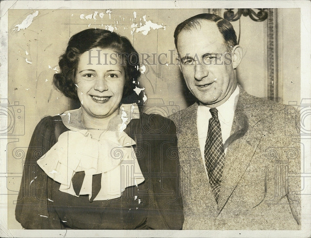 1934 Press Photo Virginina Overshiner Cogswell, Married 7 Times, with Husband #7 - Historic Images