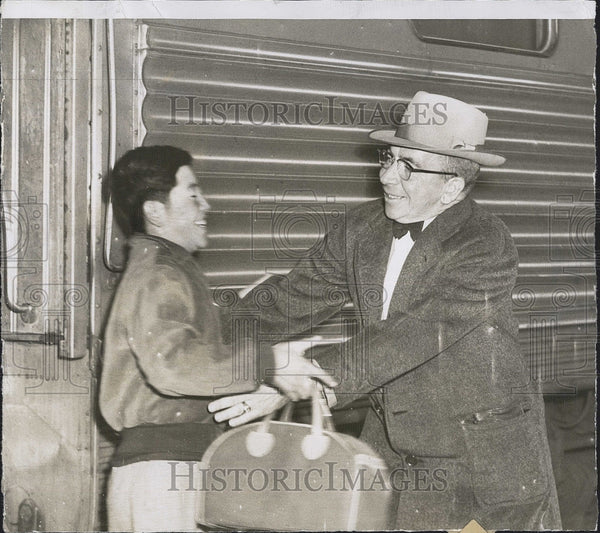 1953 Press Photo Han Yang No from Korea adopted by Sgt E Mead - Historic Images