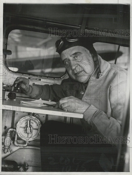 1930 Press Photo John mears in his airplane - Historic Images