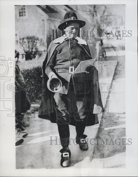 1944 Press Photo Amos Kubik, Town Crier - Historic Images