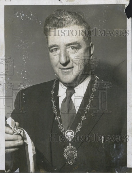 1956 Press Photo Lord Mayor Denis Larkin of Dublin Ireland left Gift for Boston - Historic Images