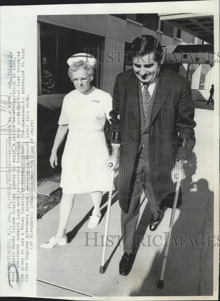 1974 Press Photo R. I. Goc Philip Noel and a nurse at the hospital - Historic Images