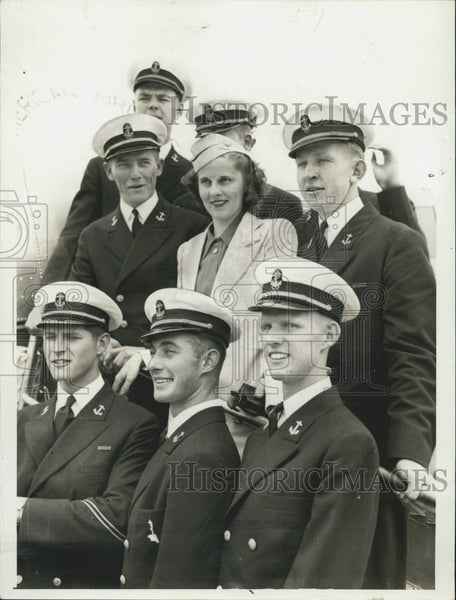 1940 Press Photo Midshipmen With Stewardess Agnes Rebman - Historic Images