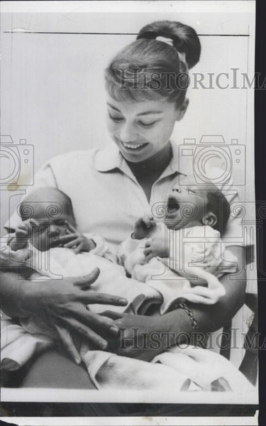 1959 Press Photo Actress Andra Martin with twin sons, their dad is Actor Ty - Historic Images