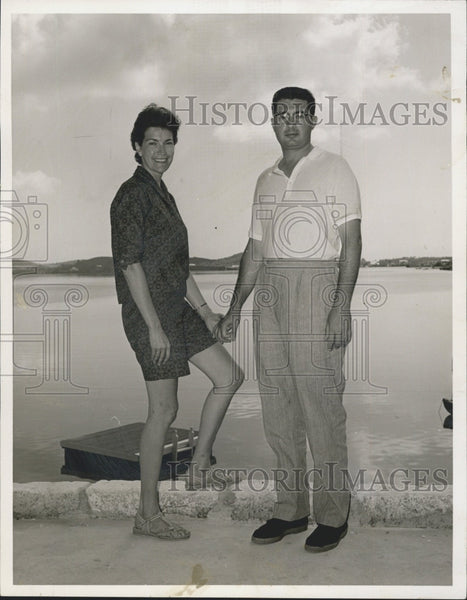 1959 Press Photo Brookline Vacationers Mr. And Mrs. Carl Campagna In Bermuda - Historic Images
