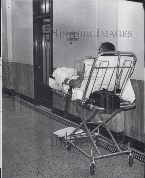 Press Photo Mr Manzi at Federal court on a stretcher to testify - Historic Images