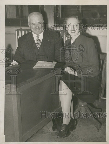 1945 Press Photo Evelyn O'Neal first female food inspector with Dr Frederick J - Historic Images
