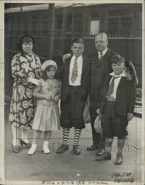 1930 Press Photo Malcolm Nichols and Family - Historic Images