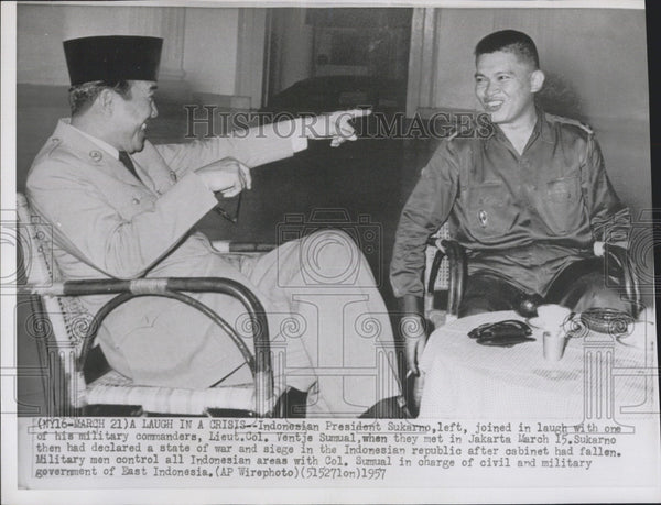 1957 Press Photo Indonesia President Sukarno And Liet. Colonel Ventje Sumal - Historic Images