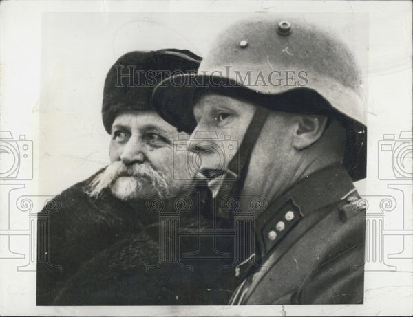 1940 Press Photo Pres. Kyosti Kallio of Finland and an officer - Historic Images
