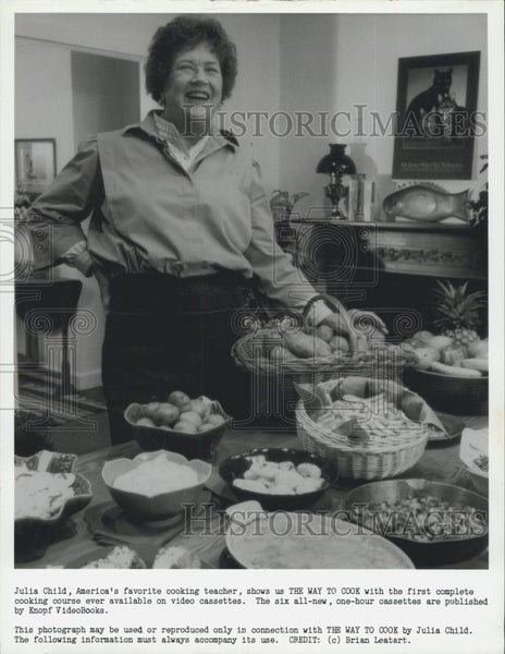 "Press Photo Julia Child for her course ""The Way to Cook"" - Historic Images"