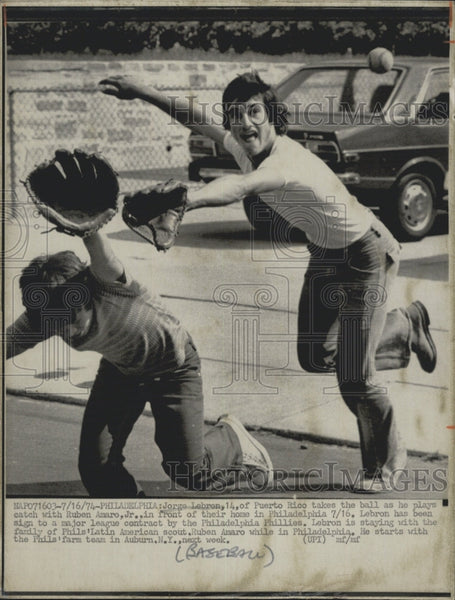 1974 Press Photo Jorge Lebron plays catch with Ruben Amaro Jr - Historic Images