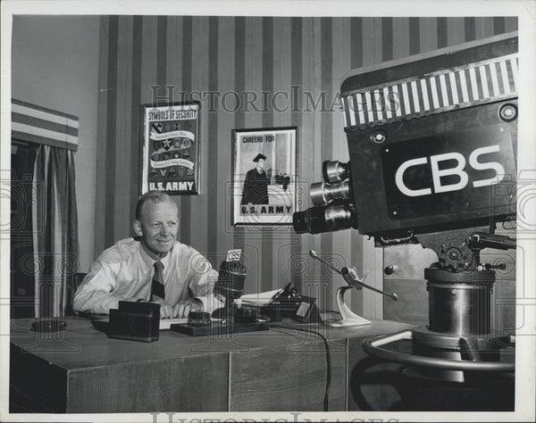 "1949 Press Photo ""Red"" Barber  hosts ""Club House"" on CBS - Historic Images"