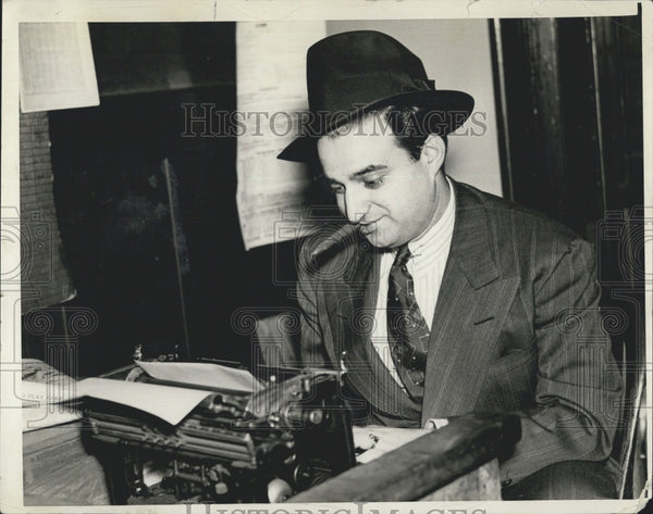 1938 Press Photo Sam Cohen sportswriter for Daily Record - Historic Images