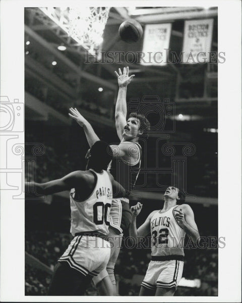 1984 Press Photo Boston Celtics players in action - Historic Images