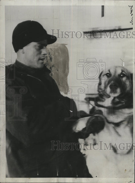 1930 Press Photo Emil S.Godard with a canine dog. - Historic Images