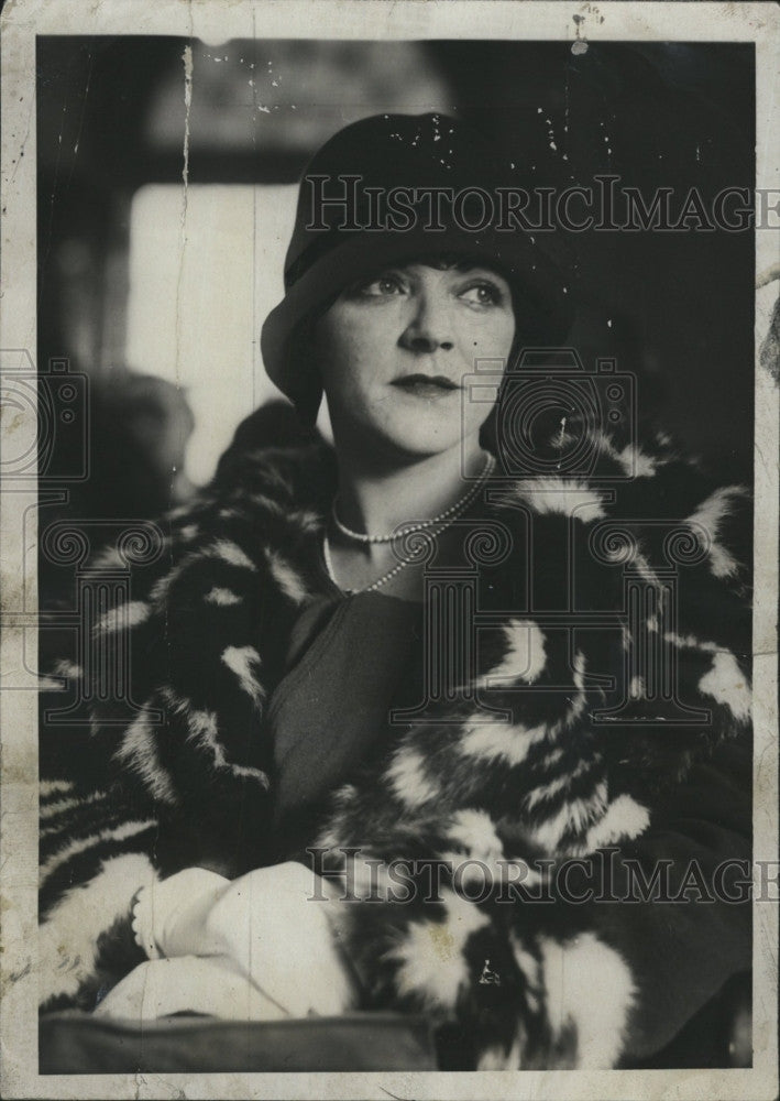 1927 Press Photo Miss Wilda Bennett in a fur coat - Historic Images