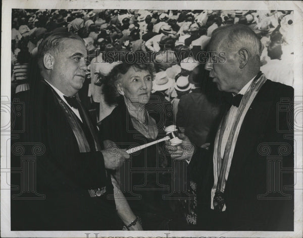 1949 Press Photo Bill Corum (L) Sports Columnist Honored at Sports World Meeting - Historic Images