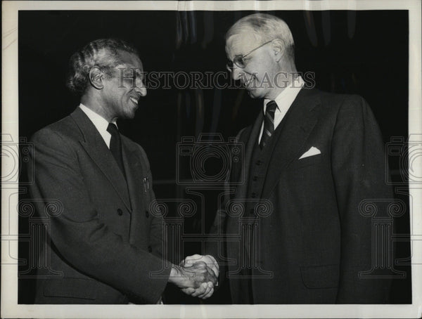 1956 Press Photo India's Krishna Menon congratulates Ellsworth Bunker, U.S. Amb - Historic Images