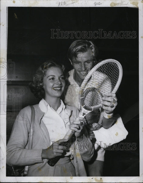 1950 Press Photo Actress Barbara Lawrence with National Singles Champ Ted Larsen - Historic Images