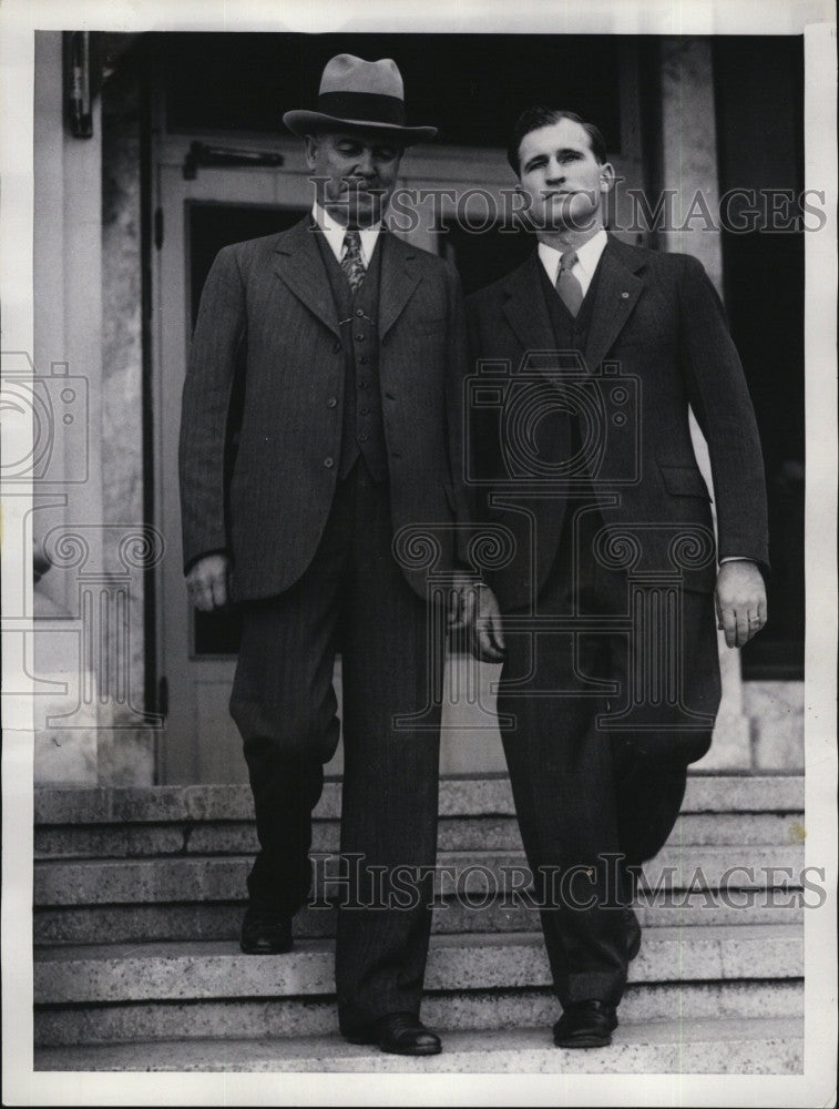1934 Press Photo Judson Doke charged for murder with sheriff James Monroe. - Historic Images