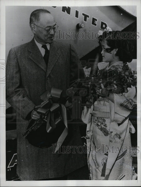 1953 Press Photo Japan Amb.to U.S. Eikichi Araki greeted by Charlotte Tsuboi - Historic Images